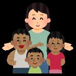 現地の子供たちと触れ合うボランティア